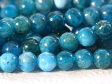 Ниточка бусин круглых, форма: гладкий шарик, камень натуральный-апатит, цвет-неоднородный зелено-голубой теплый, со светлым,