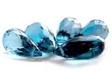 Камень-топаз голубой натуральный, бусина формы бриолет огранённый, цвет-сине-голубой теплый, яркий, прозрачный