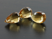 Камень-цитриннатуральный, бусина ручной огранки, бриолет цвет золотистый, сочный, чистый, неоднородный.
