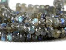 Бусина рондель, камень-натуральный лабрадорручной огранки.Цвет-серый с хорошим зелёно-голубым переливом на каждой рондели.