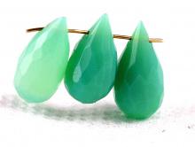 Бусина огранённый бриолет удлинённый, форма капля граненая, камень натуральный-хризопраз, цвет-салатово-зеленый, полупрозрачный
