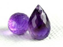 бусина огранённая. Цвет-фиолетовый яркий насыщенный, прозрачный