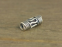 Бусина ручной работы - трубочкасеребряная, тонкая.Материал-серебро92.5%.