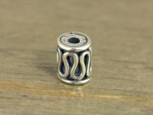 Бусина трубочка серебряная, маленькая, ручная работа. Материал-серебро 92.5%. Размер д/ш-5.1х4 мм. вн. отв. 1.4 мм.