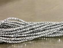Нить бусин, форма оганённый шарик 2 мм., камень натуральный гематит, цвет-серебристый с металлическим блеском,