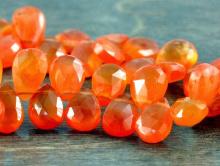 Бусина средний лепесток, ограненный, камень-сердоликнатуральный, цвет-сочный оранжевый полупрозрачный