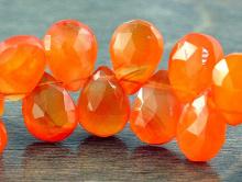 Бусинаограненная, форма-лепесток,камень-сердоликнатуральный,цвет-сочныйоранжевый, полупрозрачный,,