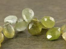 Бусина лепесток огранённый 7.5 мм. натуральный камень-корунд (хлорсапфир)