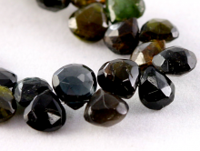 Бусина огранённая формы лепесток, натуральный камень-турмалин, размер бусины-дл./шир./толщ.-5,8х5,8х3.5 мм. (+-0,3 мм.)