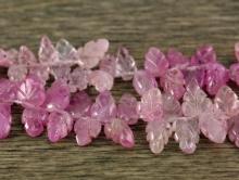 Бусина-резной листочек розовый корунд (часто называют рубином)