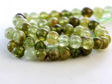 Бусина–камень гроссуляр зеленый гранат полупрозрачный, цвет-теплый, зеленый -2-3 тона-светлый, желто-зеленый, зелёный,
