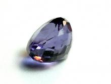 Бусина огранённая, камень - александрит искусственно выращенный.Цвет-зелено-фиолетовый (в зависимости от освещения).
