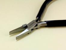плоскогубцы для выравнивания различных спиралей из проволоки