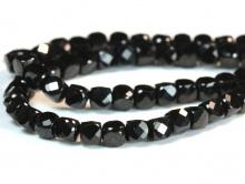 Бусина ограненная, форма-кубик, камень натуральный-шпинель, цвет черный.