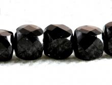 Бусина ограненная, форма-кубик, камень натуральный-шпинель, цвет черный. Размер кубика-8.5х8.5 +- 0.1 мм.