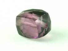 Бусина огранённая, форма-кубик, камень-александрит (иск. выращенный), цвет-зелено-фиолетово-розовый (зависит от освещения)