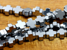 Бусины формы - крестика, камень–гематит натуральный, цвет-серебро с сильным серебристымметаллическим блеском,