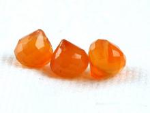 Бусина ручной огранки, форма-луковка, натуральный камень-сердолик.