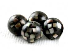 Бусина инкрустированная пнатуральным ерламутром Халиотис, цвет темный спереливом (перелив не яркий)размер-10.5