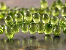 Бусина огранённая, форма капельки-бриолет, камень натуральный, хризолит природный, ручная огранка