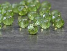 Бусина-хризолит натуральный природный, ф. ограненный шарик 4.3 +-0,2 мм. вн. отв. 0,45 мм., ручной огранки.