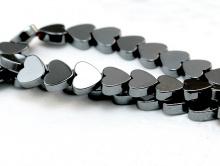 Бусины формы сердечка камень-натуральный гематит тонированный.