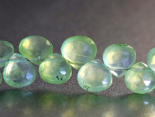 Камень-пренит натуральный, форма бусин-лепесток огранённый. Цвет-салатовый полупрозрачный