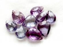 Бусина огранённая формы лепестка, камень-александрит искусственно выращенный.