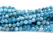 Нить бусин формы ограненный шарик, камень-апатит натуральный, цвет сине-голубой теплый неоднородный, с природными включениями,