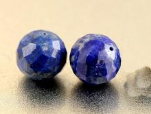 Бусина огранённая, шарик 7.5 мм., камень натуральный-лазурит, ручная огранка, цвет-сочный синий с редкими пиритовыми включениями,