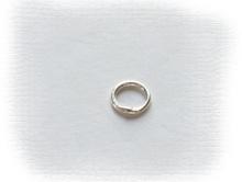 Колечко соединительное закрытое серебряное, материал-серебро 925 пробы (92.5 %), размер –4х0.7 мм.