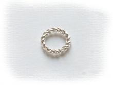 Колечко витое соединительное серебряное белое,  закрытое. Материал-серебро 925 пробы. Используется как декоративный элемент