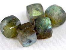 Камень-Лабрадор натуральный ручной огранки.