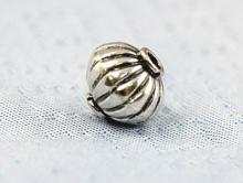 """Бусина серебряная """"Фонарик"""". Состав-серебро 925 пробы (92.5%)., размер-6.5x6.5 мм. внутреннее отверстие 0.9 мм."""