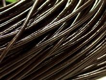 Кожаный шнур 2 мм. в диаметре, круглый для плетения, мягкий, цвет темно-коричневый, (тёмный шоколад).