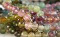 Нить бусин огранённых. Камень-турмалин натуральный (1 СОРТ), форма бусин-шарик огранённый.