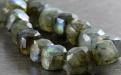 Камень-лабрадор натуральный, бусина огранённая форма маленький кубик, цвет-серый с сине-голубым, золотистым переливом. Размер–6.5 (+0.3) мм.