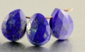 Бусина–ограненная формы удлинённого лепестка, камень-лазурит натуральный, цвет-сочный синий с редкими приритовыми включениями