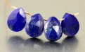 Бусина–ограненная формы удлинённого лепестка, камень-лазурит натуральный, цвет-сочный синий с пиритовыми включениями, средний размер ш/в/т–8х6.5х2.7 мм.