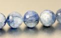 Бусина гранёный шарик из натурального камня-кианит, размер–10,5 (+-0.2) мм. Цвет-холодный голубой