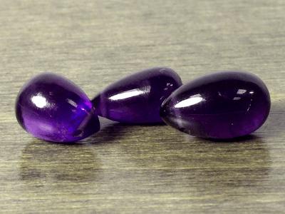 Камень-аметист натуральный, гладкий бриолет, средний размер 9х5,5 мм. качество, цвет-сиренево-фиолетовый