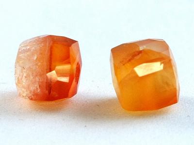 Бусины огранённые, форма кубик, ручной огранки, цвет-оранжевый, полупрозрачный неоднородный