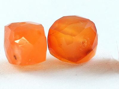 Бусины огранённые, натуральныйкамень-сердолик ручной огранки, цвет-оранжевый, полупрозрачный неоднородный