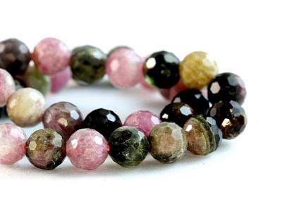 Нить бусин огранённых из турмалина. форма бусин-шарик огранённый.Цвет-микс: розовый, зелёный, медовый по2-3 тона каждого,