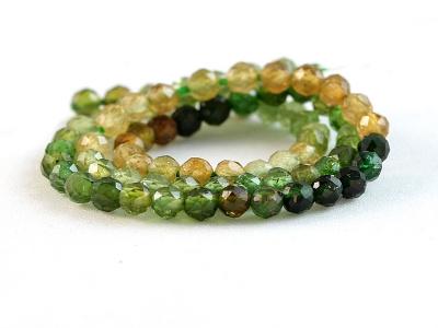 Нить бусин огранённых, камень-турмалин натуральный, форма бусин-шарик огранённый.Цвет-микс: зелёный, медовый по2-3 тона каждого,