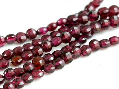 Камень-гранат натуральный (пироп), Цвет-красно-вишневый (ближе к цвету перезревшей вишни), прозрачный.