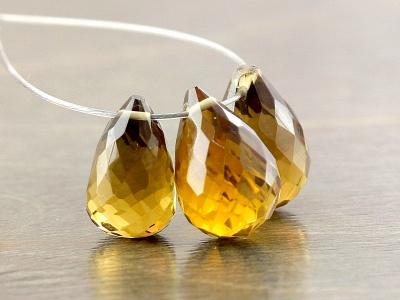 бриолет бусина капля ручной огранки из топаза золотистого. Класс премиум.