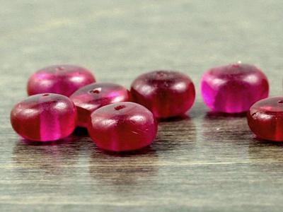 Бусина полированная рондель, искусственно выращенный камень-благородная шпинель. Цвет-прозрачный красно-малиновый