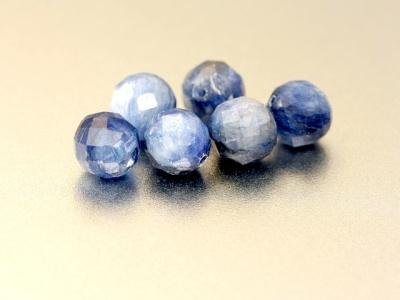 Бусины из кианита Цвет-холодный голубой (2 тона светлый и потемнее), красивая структура камня,