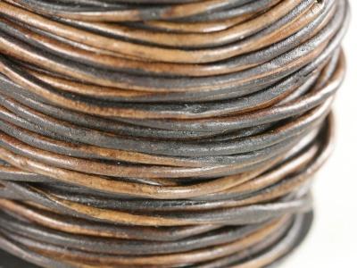 Кожаный тонкий шнур для плетения круглый 0.5-0.7 мм.,  цвет коричневый, (2 тона-неоднородной окраски) отличного качества, крепкий.